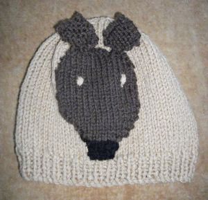 Hat beige black dog 300