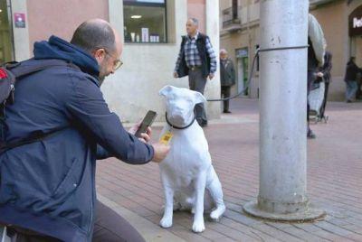 Barcelona statue dog 400 1 5 2018